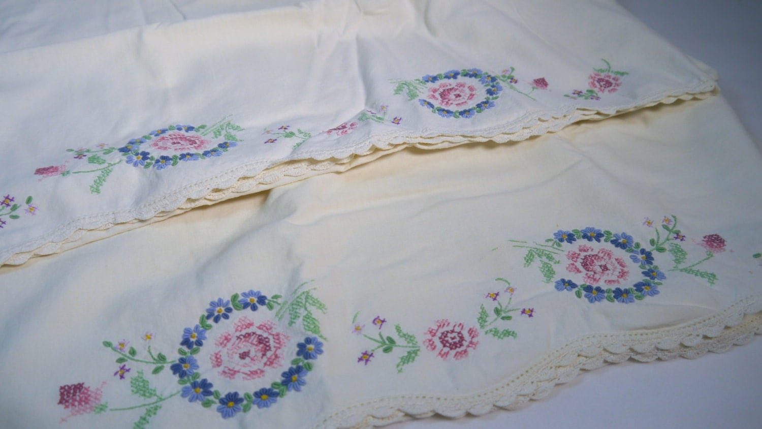 Vintage queen standard pillow cases floral embroidery pair