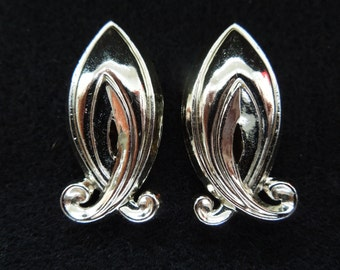 Vintage Clip Earrings, Silver Tone Swirly Design.  Very Pretty, Excellent Condiion