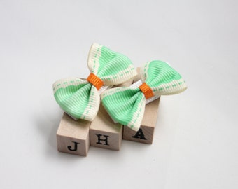 Baby girl hair clips - green bow