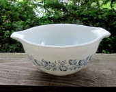 pyrex colonial mist blue daisy mixing bowl