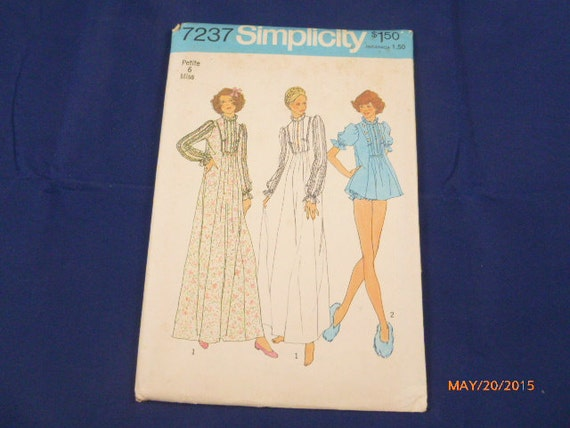 7237 Simplicity petite 6 Miss Pattern Misses Nightgown in Two Lengths Panties Vintage 1975 Uncut