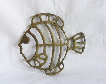 Fish Trivet, vintage brass. Nautical home decor, beach house kitchen decoration. Openwork body. Summer, tropical. For sad iron & hot plate