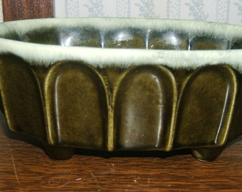 Hull USA Pottery Beautiful Green and Cream Mixed Planter