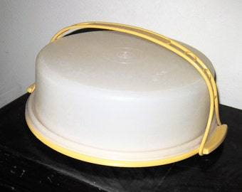 Tupperware Cake or Pie Keeper or Carrier, Harvest Gold Yellow Base and Handle, Excellent