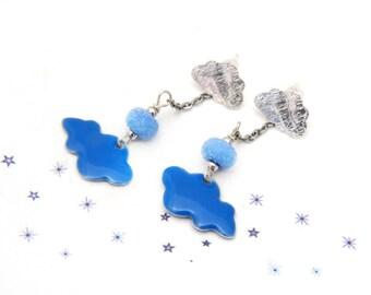 boucles d'oreilles nuage émail perle de verre de Murano filé au chalumeau bleu