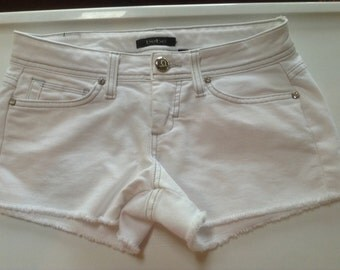 BeBe white jean shorts size 26