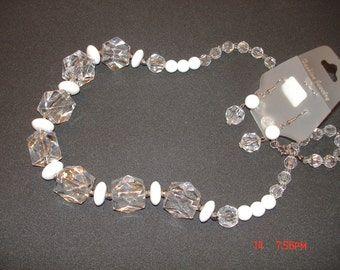 White and Crystal necklace set