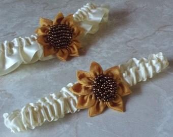 Sunflower Wedding Garter / Ivory garter Set / wedding garters / bridal garter/ Satin garter / vintage lace garter / Ivory