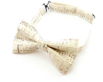 Men's bow tie - adjustable ivory cream bow tie - music notation notes cotton print - pre tied bowtie womens – vintage music sheet design