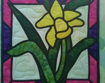 QUILTED STAINED GLASS Applique Table  Topper Centerpiece Table Decor, Daffodil