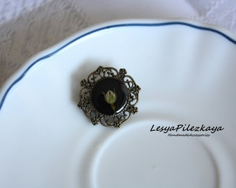 Tiny brooch with wildrose bud - vintage style