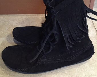 Vintage 80s black suede Minnetonka Lace Up Fringe Ankle Boots 10 moccasin booties