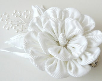 Kanzashi fabric flower hair clip.White fabric flower. White flower hair clip. Whati geisha's hair piece. Japanese hair piece.