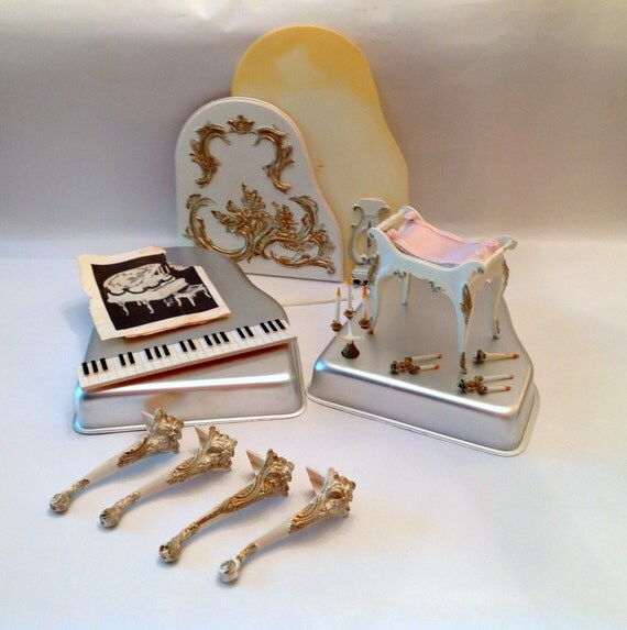 Wilton Baby Grand Piano Cake Pan With Accessories
