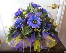Memorial Day Flowers/Saddle..Cemetery..Tombstone..Headstone..Funeral..Sympathy