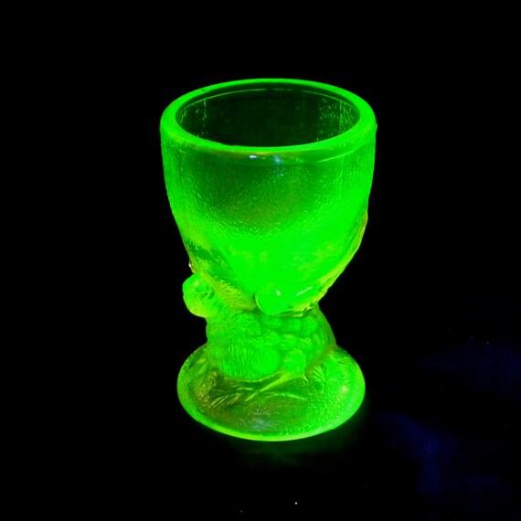 Uranium Glass Egg Cup Bird Egg Cup Glass Chicken Egg Cup