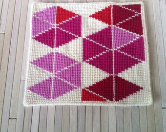1:12 Dollhouse Miniature Floor Rug Needlepoint Random Pink Triangles