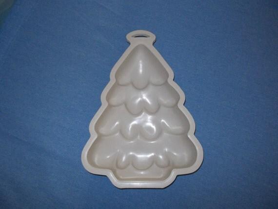 Wilton's MicroBakes Christmas Tree Cake Pan. By EsthersShoppe