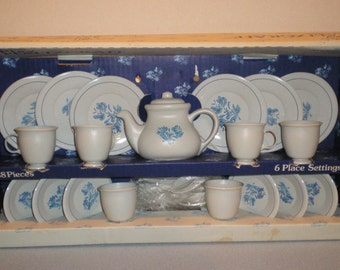 Child's 6 Place Settings Play Child Pfaltzgraff Yorktowne Ohio Art Cup Saucer No. 429