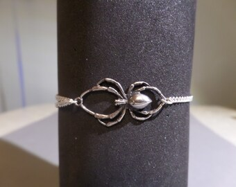 Spider and chain bracelet