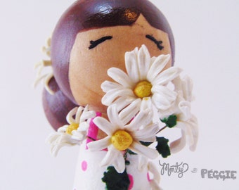 OOAK Daisy Kokeshi Peg People,  natural peg toy, Daisy Flower Polymer Clay, Kokeshi Doll, Wooden Peg People, Daisy Bouquet, Girl With Daisy