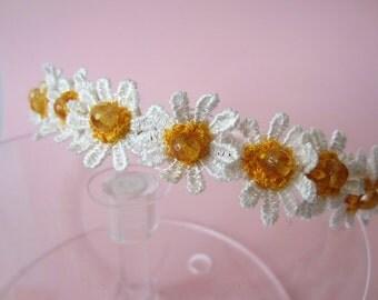 Demelza-inspired lace-daisy headband