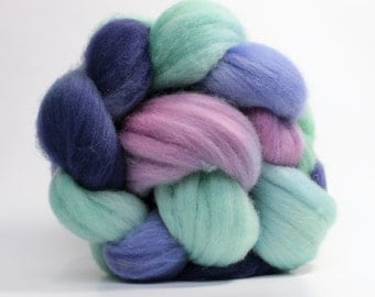 Polwarth Wool Roving - Hand Dyed Spinning Fiber or Felting Fiber - Aurora Borealis 4oz