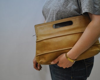 Vintage LEATHER CLUTCH ....(076)