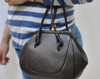 Vintage LEATHER HANDBAG , vintage bag.....(109)