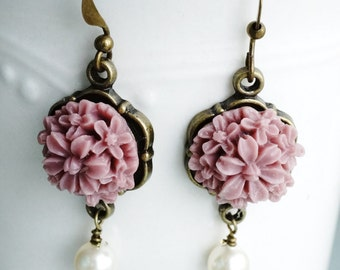 50% OFF Earrings, mauve and pearl resin flower earrings