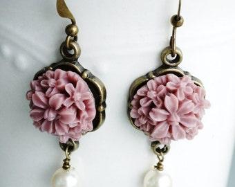 Earrings, mauve and pearl resin flower earrings