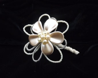 Handmade Crystal Petal Corsage Brooch Buttonhole Wedding Bride Mother Groom Aunt Occasion Gift