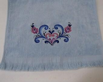 Scandinavian Norwegian Rosemaling Heart Embroidered Towel #FT355