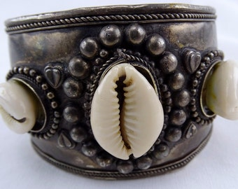 Vintage Shell Cuff Bracelet FREE SHIPPING