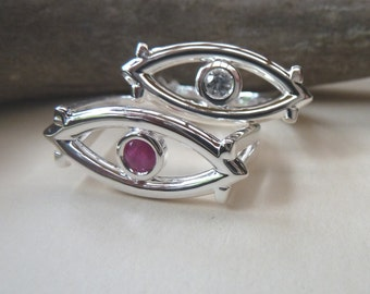 Eye Design Ring with sapphire or Ruby Gemstone
