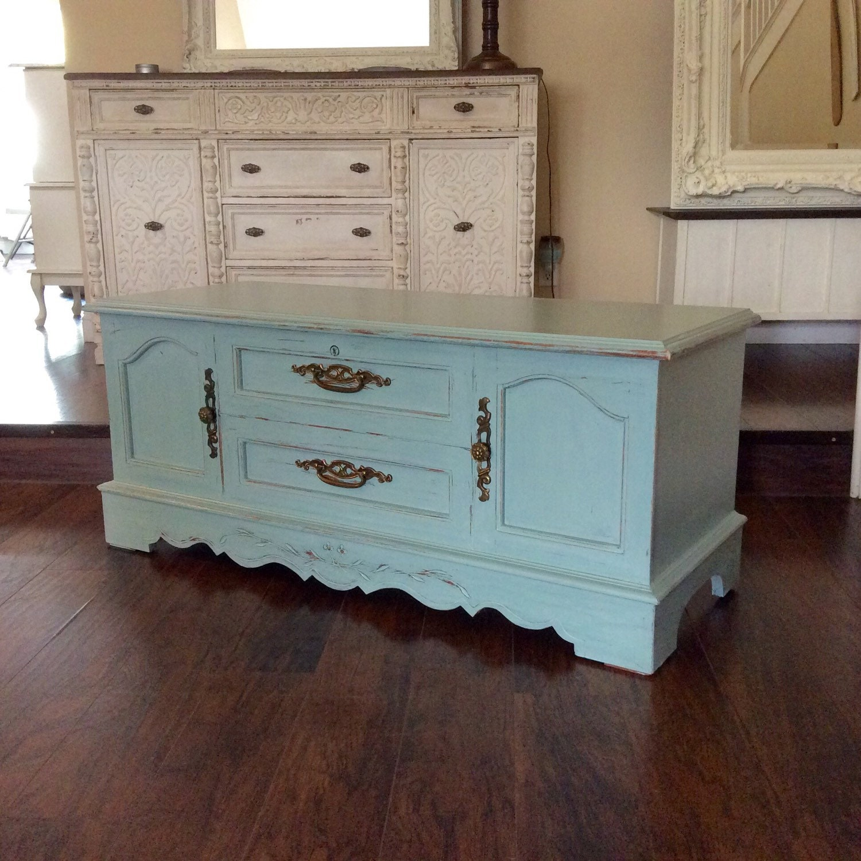 gorgeous hope chest for sale lane cedar chest cottage chic. Black Bedroom Furniture Sets. Home Design Ideas