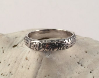 Silver Band Ring, Floral Pattern, Sterling Silver Band, Silver Ring, Patterned Band Ring, Vintage Look Ring, Wide Band Ring, Silver Band