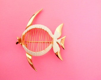 Vintage Angel Fish Brooch / Pin/ Fish Jewelry / Angel Fish Brooch / Pin / Fish Brooch /Pin / Wire Jewelry / Cute Pins / Free Shipping!