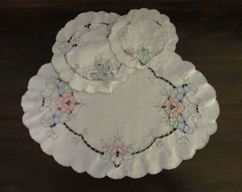 Vintage Embroidered DRESSER SCARF and DOILIES