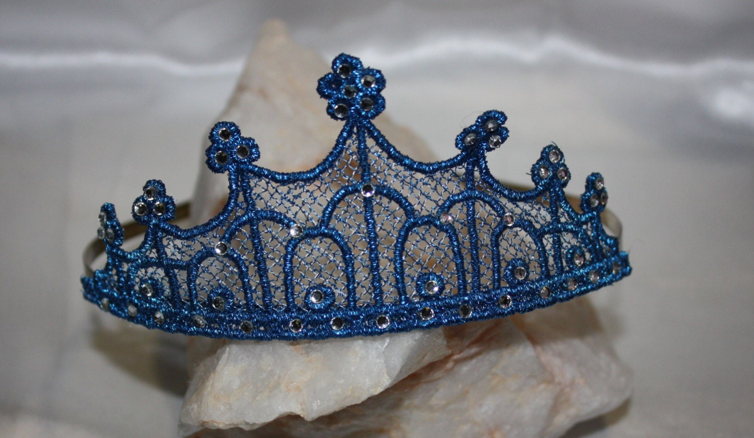 Tiara Headband Crown Freestanding Lace Embroidery Design