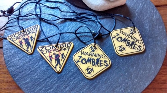 4 mini Walking Dead Zombie plastic garland: yellow & black Warning Zombie Crossing plastic necklaces Halloween birthday party favor decor