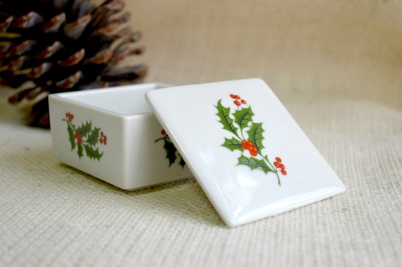 Holly trinket box// Holiday gift box // Vintage Christmas box