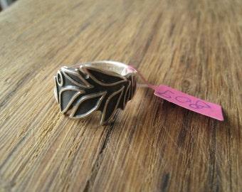 Sterling Silver Black Enamel Leaf Band Ring Size 6.5 (809)