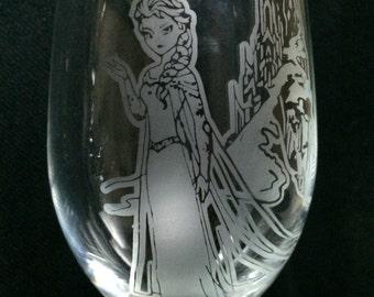 Elsa Etched Wine Glass