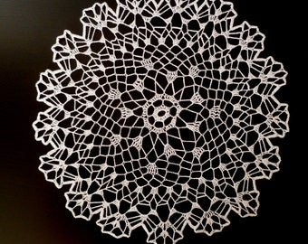 Round Pretty  Lace Doily in White.