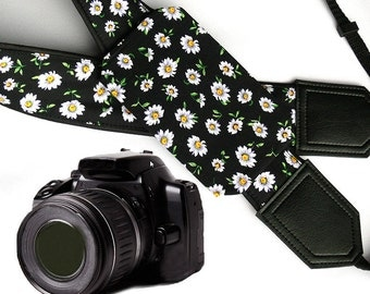 InTePro Daisies Camera strap with pocket. Flower DSL / SLR Camera Strap. Camera accessories. Durable, light weight, well padded camera strap
