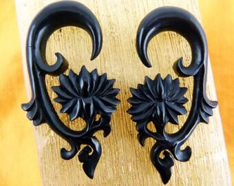 0g Gauge 8mm Black Lotus Earrings, 0 Gauge Lotus Earring, Stretch Piercing 8 mm Horn earrings - 0g Stretched earring B023