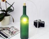 hnliche artikel wie gr ner wein flasche lampe tischleuchte glas bodenbeleuchtung auf etsy. Black Bedroom Furniture Sets. Home Design Ideas