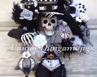 Halloween Wreath, Skeleton Wreath with light up lantern, See Production Time