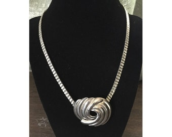 70s Silvery Scalloped Circle Short Necklace - PRICE REDUCED